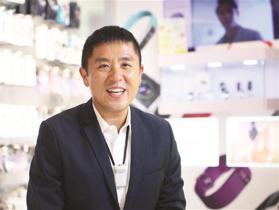 陳利說,挑選產品眼光準,先決條件是自己「玩埋一份」。「所有產品自己都用。我覺得,香港人玩電子產品,是全世界最精。」