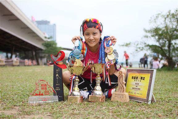 多年來獲獎無數,如再生會的十大再生勇士、城市女青年商會的全港時尚專業女性選舉及獲委任為「香港精神大使」等。