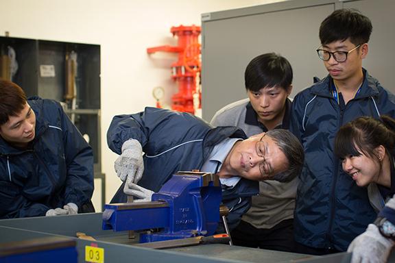 不少導師都是中電資深工程師,落手落腳教授工程技術,令學員掌握實際的知識及技巧。