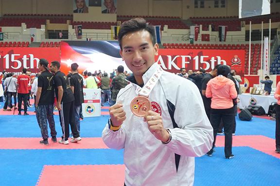 多年來,Chris獲獎無數,更是香港十連冠。
