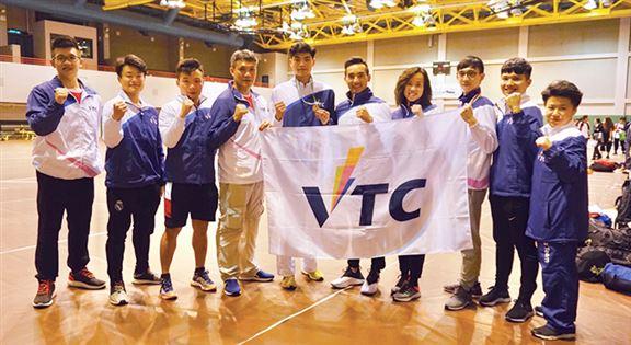 Chris最懷念當年在IVE讀書的日子。「當年,我每天由東涌的家搭車到柴灣學校上課,旁晚去訓練,晚上回到家做功課及籌備學校活動,那幾年每晚幾乎只得4小時睡眠,辛苦但快樂!」他於2016年起受聘為VTC大專空手道隊總教練,並於2018年被香港大專體育協會任命為世界大學生錦標賽之隨隊教練一職。