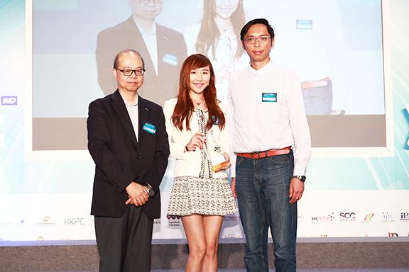 過去曾獲多個網頁設計獎項。圖為BoBo獲香港電腦商會頒發香港電腦通訊名牌大獎—網頁設計。
