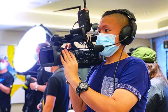 VTC電影電視及攝影高級文憑畢業生何舛(Beeson)創立多媒體製作公司,為客戶製作多媒體內容,由提出創作意念、進行拍攝到後期製作,公司均一手包辦。