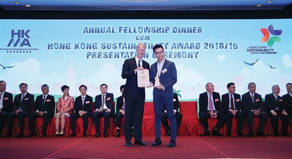 在CY的帶領下,香港寬頻早前獲得香港管理專業協會頒發的香港可持續發展獎。
