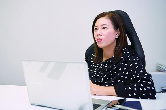 袁美儀說,從事物流業需持續進修,她曾進修理工大學環球供應鏈碩士課程,及後取得工程師資歷。