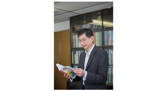 蔡海偉說,做研究認真嚴謹,一絲不苟,這樣才能建立公信力。「同事說我有一雙鷹眼,不會放過任何細節。」