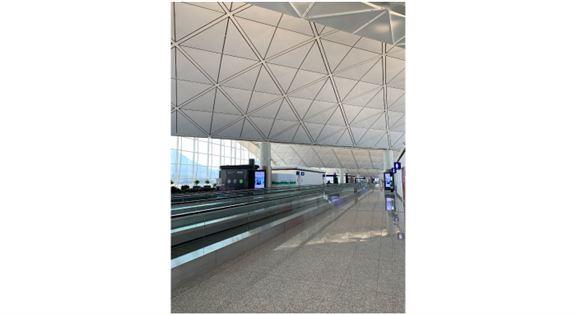 非常冷清的香港國際機場。