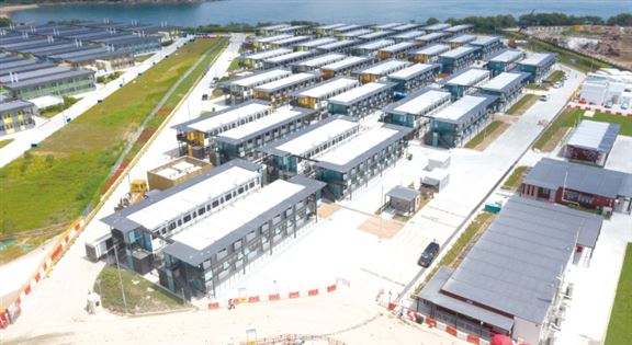 竹篙灣第二期臨時檢疫中心項目,用87天建成700個檢疫單位,地盤裡設有5G智能控制中心,進行數碼化管理。