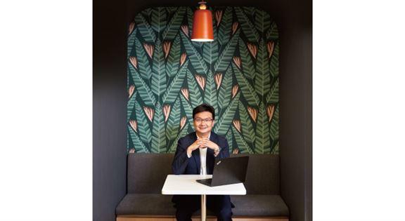 吳君豪說,員工若想在辦公室有個人空間,可享用「閉關位」、「靜思房」。「像這個閉關位,你可獨處思考,靜靜工作,又或輕鬆一番。」