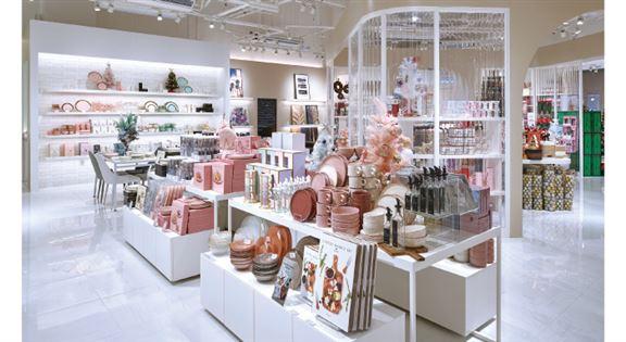 Francfranc重視店舖內的陳設,除了根據日本公司的「VM」(視覺營銷)指引來布置外,每間店設VM專員,負責統籌店舖整體VM工作。