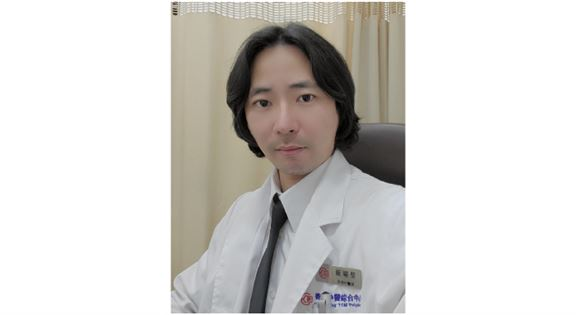 香港中醫綜合中心註冊中醫師 嚴耀堅博士