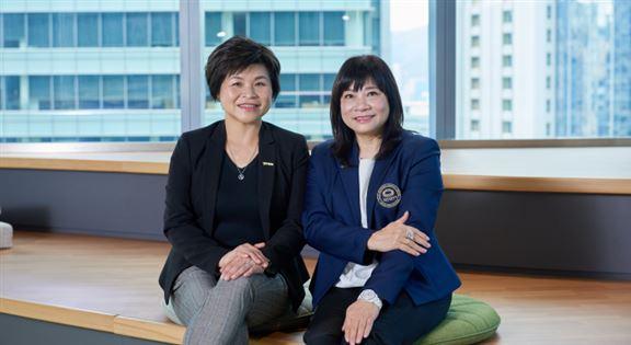 分行經理張鳳欣Grace(左)、財富策劃資深總監鄧錦鳳Shirley(右)