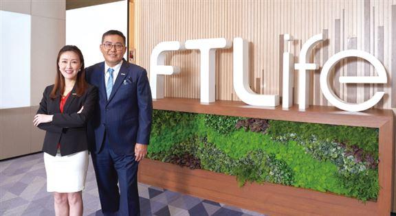 財富策劃總監黃美華Tiffany(左)、營業經理胡炳康Kenneth(右)