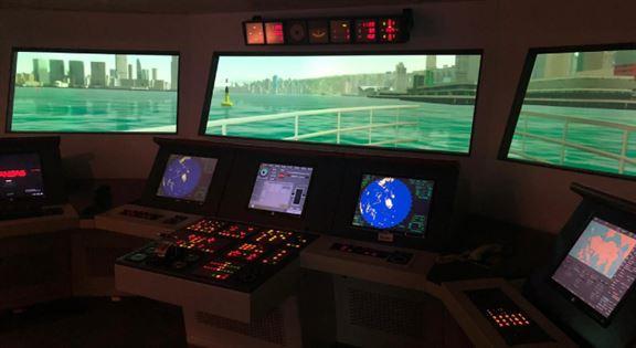 海事訓練學院(MSTI)提供多個課程,為有意於航運界發展的年輕人提供有關海事科技及海上安全的專業知識。圖為MSTI船舶模擬操縱系統。