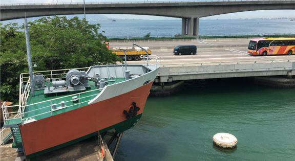 海事訓練學院(MSTI)提供多個課程,為有意於航運界發展的年輕人提供有關海事科技及海上安全的專業知識。圖為模擬船艏樓。