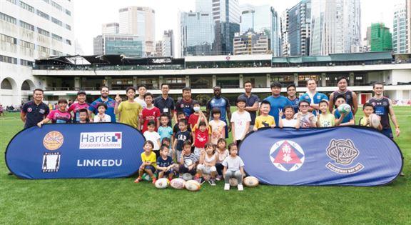 欖球(Rugby)為大部分英國寄宿學校傳統必修的運動。圖為LINKEDU與南華會合辦「英式欖球體驗日」,讓同學率先體驗樂趣及基本功。